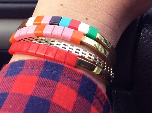 BAEKKE armbånd rød og multifarvet close up