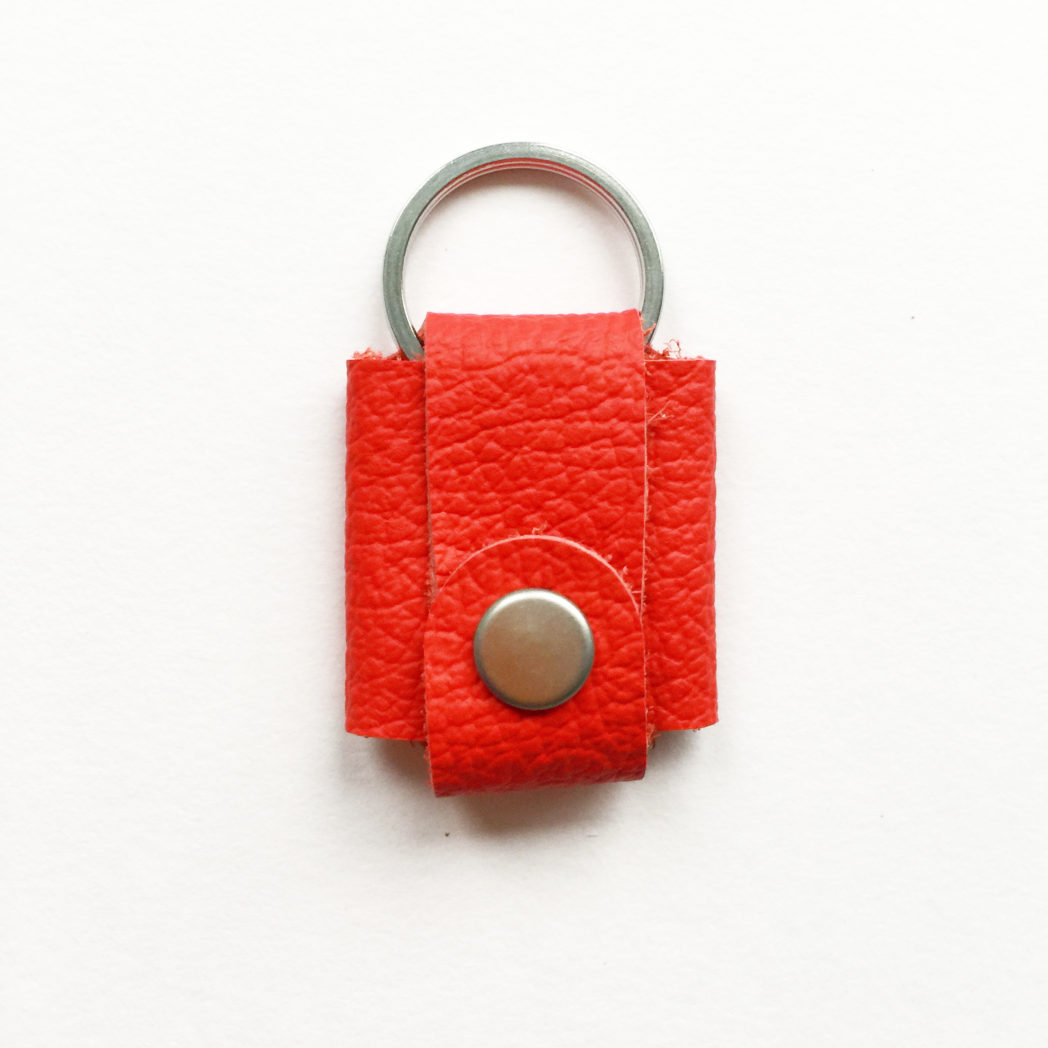 USMEUS pung til nøglering trykknap klar rød