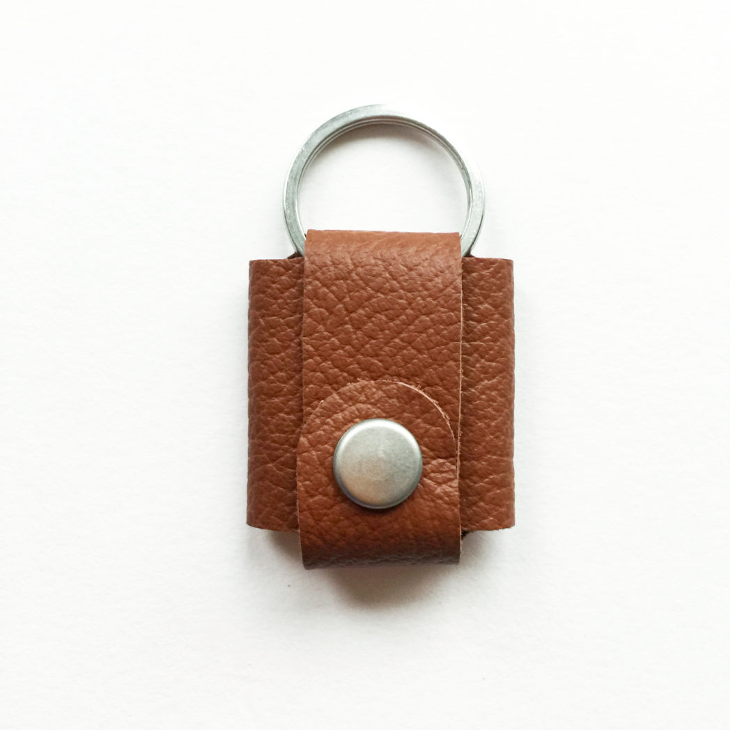 USMEUS pung til nøglering trykknap varm brun