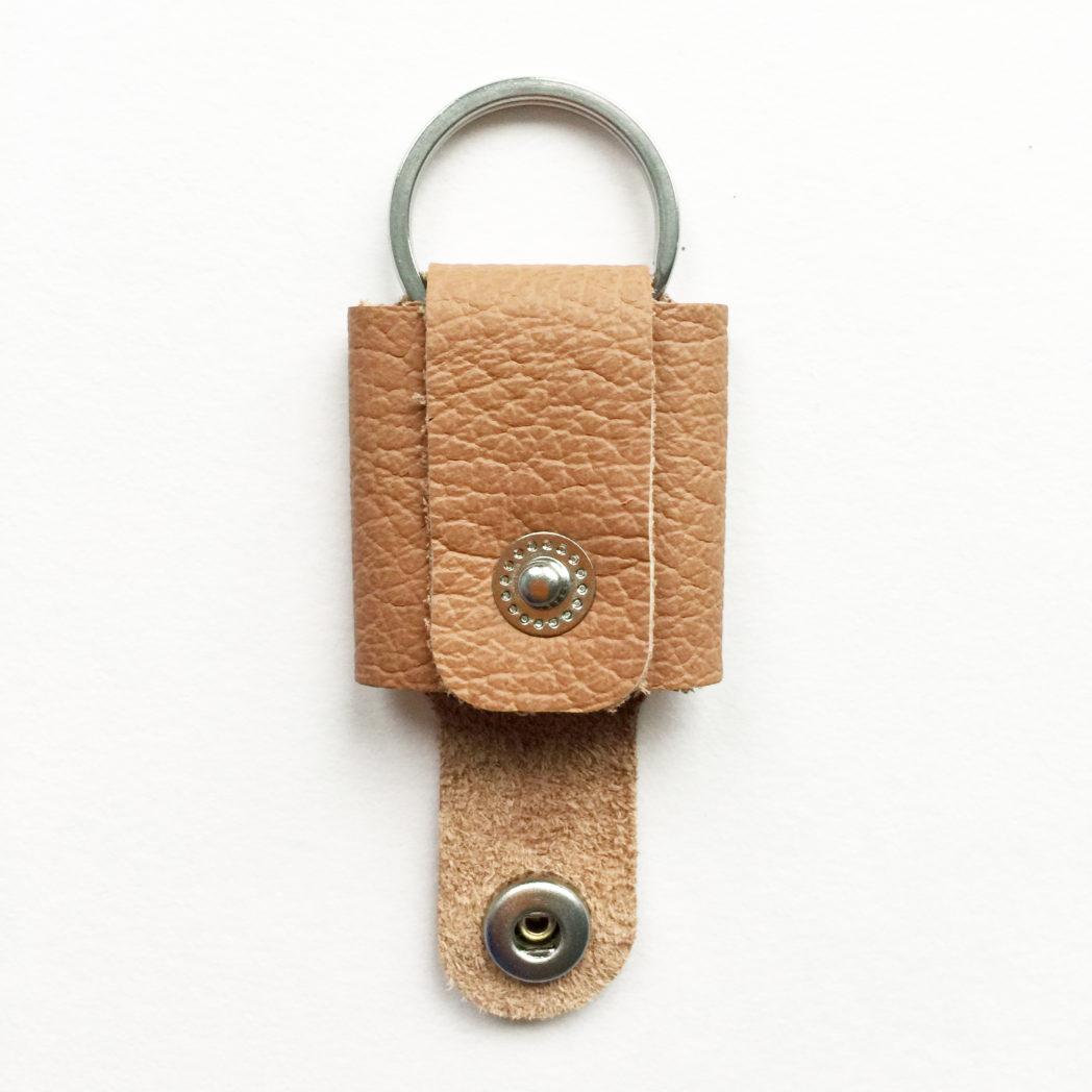 USMEUS pung nøglering åben karamel brun