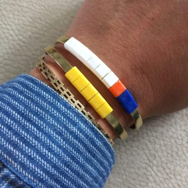 BAEKKE armbånd med lysende gule perler